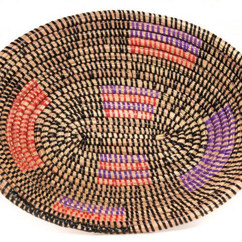 Cesta artesanal de fibra vegetal